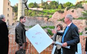 El concejal de Cultura, Ricardo Segado, con Berrocal y López Ballester durante la visita de ayer. / AC